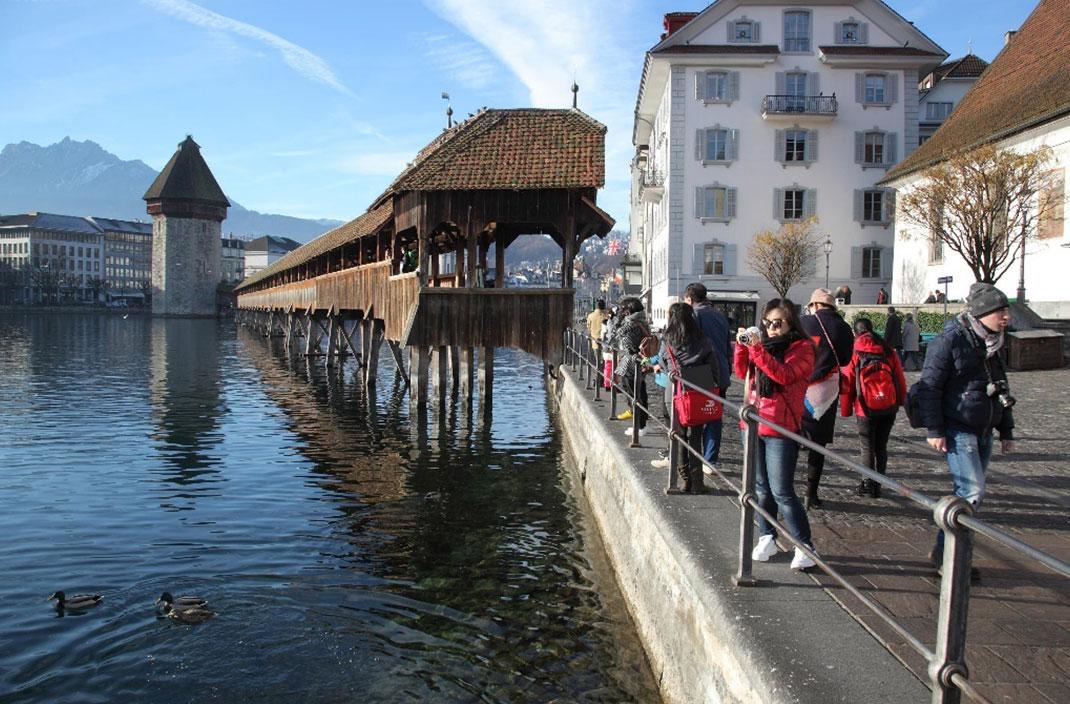 维京游轮瑞士卢塞恩卡佩尔桥