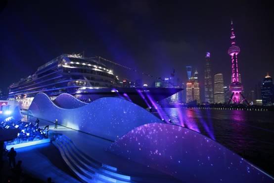 维京太阳号环球首航抵达上海外滩并正式命名