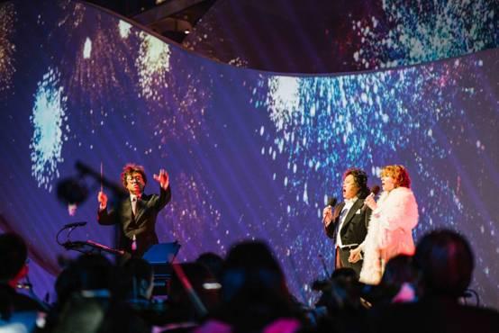 两位歌唱家合作献上精彩表演